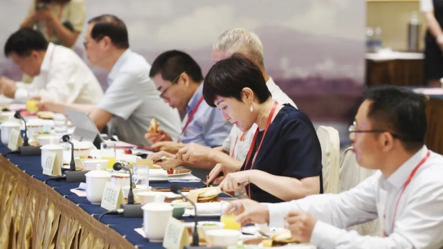 南京市委书记约35位企业家吃汉堡